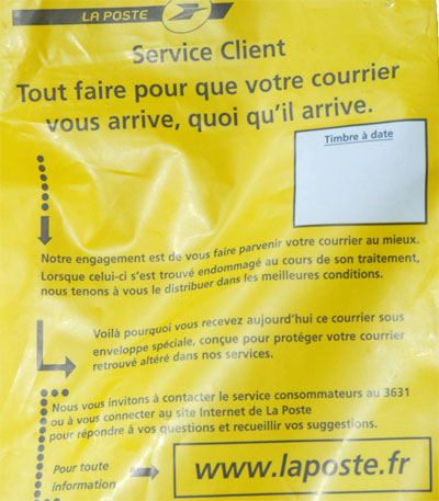 <The plastic repackaging by La Poste>